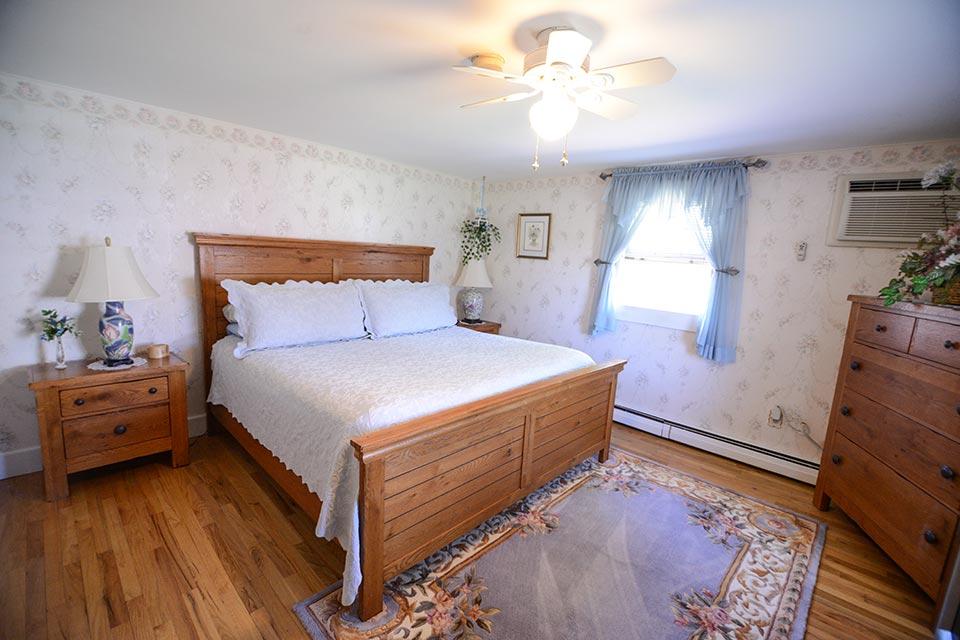 Pine View bedroom with queen bed
