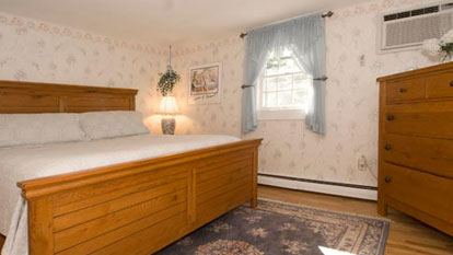 Pine View room bed