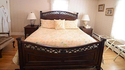 Mountain View room bed and nightstands